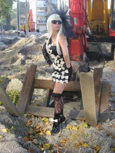 Gaga pose